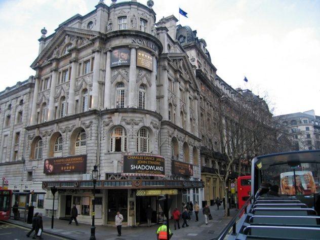 samye-populyarnye-teatry-v-londone1